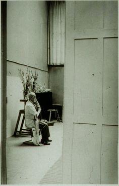 Matisse en su estudio, 1939.  Photographed by (George) Brassaï.