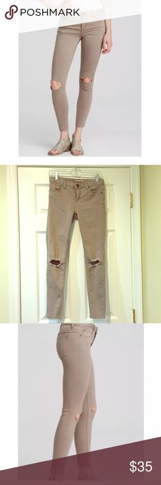 """Free People destroyed skinny jeans Skinny jeans w knee rip. Color is called """"steel"""" but is more like a khaki/taupe. Great condition size 26 Free People Jeans Skinny"""