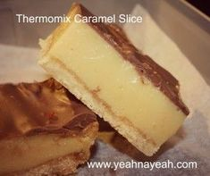 I do not exaggerate when I say the is the best ever thermomix caramel slice. I actually doubled the amount of caramel that I usually use and it was a velvety smash hit in our home! Sweet Recipes, Cake Recipes, Dessert Recipes, Flan, Bellini Recipe, Delicious Desserts, Yummy Food, Thermomix Desserts, Gateaux Cake