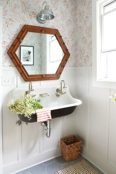 » DIY DESIGN | Guest Bathroom Makeover