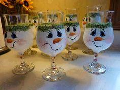 Snowman wine glass More (snowman crafts glass) Christmas Wine Glasses, Diy Wine Glasses, Decorated Wine Glasses, Hand Painted Wine Glasses, Wine Glass Crafts, Wine Craft, Wine Bottle Crafts, Wine Glass Candle Holder, Wine Bottle Art