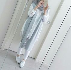 white and blue hijab outfit ideas Modern Hijab Fashion, Islamic Fashion, Muslim Fashion, Modest Fashion, Casual Hijab Outfit, Hijab Chic, Casual Outfits, Women's Casual, Mode Outfits