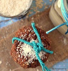 Μπισκότα με σοκολατένιο ταχίνι, βρώμη κ καρύδα - Chocolate tahini coconut oat cookies Tahini, Healthy Baby Food, Healthy Recipes, Cookies, Cereal, Oatmeal, Breakfast, Irish, Crack Crackers