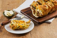 Cheesy Apple and Sausage Stuffing Pull-Apart Bread smells great in the oven and it's the perfect addition to any holiday meal spread. #Friendsgiving #Thanksgiving