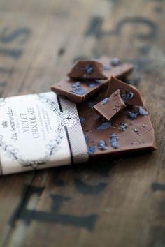 Mléčná čokoláda s fialkami 100gr | Bella Rose