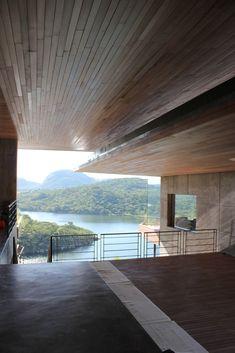 Galería de Casa Gota Dam: Una casa sobre una roca / Sforza Seilern Architects - 2