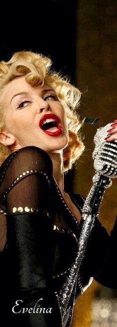 Kylie Minogue  @michaelOXOXO @JonXOXOXO @emmaruthXOXO  #MUSICICONS