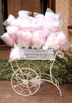 Carrinhos de algodão doce: Uma deliciosa escolha para o seu casamento! www.facebook.com/blacktienoivas