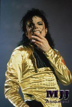 Michael Jackson, The KING <3  You give me butterflies inside Michael... ღ by ⊰@carlamartinsmj⊱