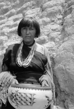 Cochiti pueblo, the prizewinner and prize pot at the Fiesta :: Photographs - Western History