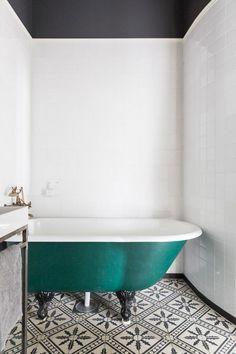 Un clásico apartamento nórdico en Malmö con un toque de color