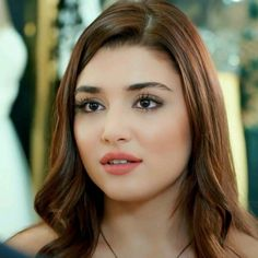 Hande Ercel Hairstyles and Hair Color , Beautiful Girl Makeup, Hair Shades, Hande Ercel, Turkish Beauty, Stylish Girl Pic, Cute Girl Face, Beauty Full Girl, Trends, Beautiful Actresses