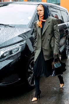"""7 Outfits That Read """"Business Casual"""" via Source by kfjadhalkhg Casual Outfits Rainy Outfit, Celine Boots, Suits And Sneakers, Street Looks, Corporate Style, Spring Work Outfits, Business Casual Outfits, Street Chic, Street Fashion"""