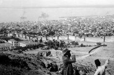 Παρατηρώντας την πόλη. (Απροσδιόριστη ημερομηνία - μάλλον τέλη της δεκαετίας του 1910) Thessaloniki, Old Photos, Greece, Snow, History, Country, Outdoor, Vintage, Old Pictures