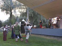 Keskiaikaisia faneja - Medieval fans, Hämeen keskiaikamarkkinat 2014 - Häme Medieval Faire 2014, © Piela Auvinen