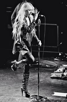 "xxx-theprettyreckless-xxx: "" the pretty reckless "" Diy Emo Clothes, Taylor Monsen, Musician Photography, Human Poses Reference, Women Of Rock, Rocker Girl, Goth Women, Punk, Grunge Girl"