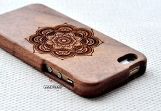 Wood iphone caseWood iphone 5 case Engraved Mandala by GOODWOODEN