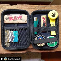 @honeywicks Todos los kit @oz.eta llevan Honeywicks de regalo Blaze your own trail. #piecemakergear.com #piecemaker #blazeyourowntrail #byot #expoweed #puentealto #chile #santiago #vivachile #instachile #buenosdias #marihuana #marijuana #bong #420 #stoner #headshop #moderntrail #siliconebong #adventureanywhere #weedstagram #massroots #hightimes #dopecup #bigindustryshow #itsaclipper #champstradeshow @en_vola @quema_smokeshop @chileweed @froggy_chile @honeywicks @astro.growshop