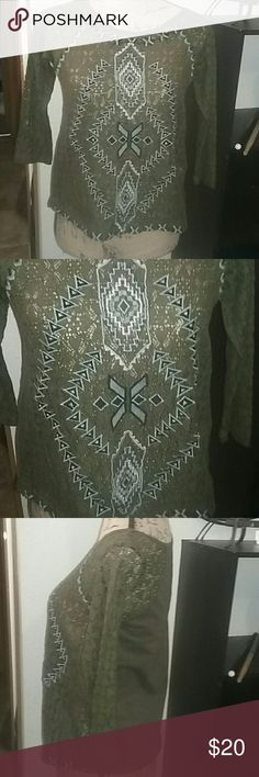 Free People size small, vintage. This is a Reposh, too small for me. There isn't a size tag but the mannequin is a size 4 so it's definitely a small or even x-small. Very nice, unique top. Free People Tops Blouses