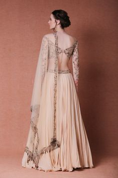 25 top latest and trendy blouse designs for back neck 16 – InspireandIdeas Indian Wedding Outfits, Bridal Outfits, Indian Outfits, Indian Designer Outfits, Designer Wedding Dresses, Indian Dress Up, Lehnga Dress, Lehenga Blouse, Designs For Dresses