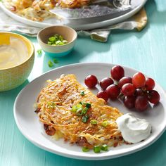 Stuffed Hash browns Recipe -Ever since we met, my husband has made me hash browns with bacon, pepper jack and sour cream. We share it when we… Best Potato Recipes, Bacon Recipes, Cooking Recipes, Milk Recipes, Veggie Recipes, Cooking Tips, Diner Recipes, Brunch Recipes, Diner Food