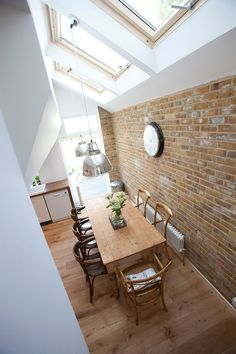 Every luxury dining room has its unique character and design. One piece, though, can make the difference and transform the room completely. Victorian Terrace House, Edwardian House, Victorian Kitchen, Victorian Homes, Victorian Home Decor, Kitchen Diner Extension, Open Plan Kitchen, Extension Veranda, Side Extension