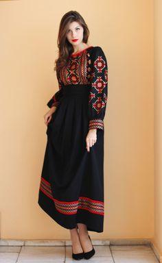 Ukrainian style of Made in Ukraine - ТМ Синій Льон Vía Good News about Ukraine Abaya Fashion, Muslim Fashion, Modest Fashion, Boho Fashion, Fashion Dresses, Afghan Clothes, Afghan Dresses, Ukrainian Dress, Mode Abaya