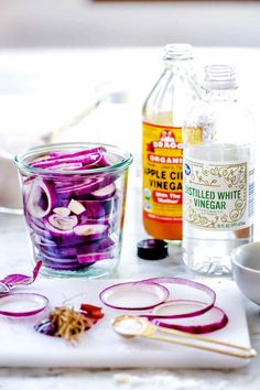 How to Make Quick-Pickled Onions | foodiecrush.com Crispy Pickles Recipe, Baked Pickles, Quick Pickled Onions, Pickled Eggs, Baking Gadgets, Champagne Vinegar, White Balsamic Vinegar, Distilled White Vinegar, Rice Wine
