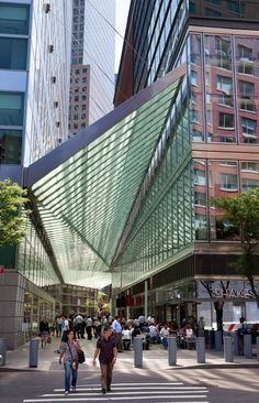 A look at a geometrically complex arcade canopy by Preston Scott Cohen, an effective use of public space in Lower Manhattan that connects the Goldman Sachs headquarters to a shopping arcade and hotel.