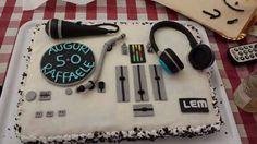 Torta per un 50esimo compleanno appassionato di musica ed ex dj 😉😁 #tortadj #50esimocompleanno