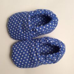 1 million+ Stunning Free Images to Use Anywhere Baby Slippers, Crochet Slippers, Crochet Christmas Stocking Pattern, Baby Couture, Denim Shoes, Childrens Shoes, Baby Sewing, Sewing Diy, Diy Clothes