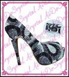 276.00$  Watch now - http://alidoi.worldwells.pw/go.php?t=32354600611 - Aidocrystal handmade customized rhinestone crystal high heel dress black and grey shoes and bag set