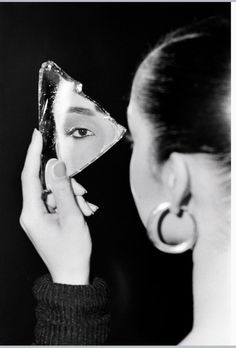Sade s Quiet Storm of Cool The New York Times Photo Mirror Photography Magazine Editorials Mirror Fashion Mirror Frame Styles Creative Photography photoofftheday picsart pictures rus - Mirror Photography, Creative Portrait Photography, Reflection Photography, Fashion Photography Poses, Fashion Photography Inspiration, Digital Photography, Editorial Photography, Photography Tips, Photography Magazine