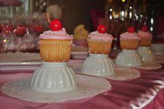 cupcakes sobre tazas