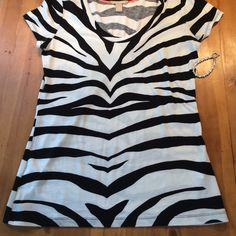 Banana Republic Zebra TShirt Never worn soft excellent condition small Banana Republic Tops Tees - Short Sleeve