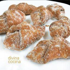 Esta receta de pestiños de azúcar y canela es más suave que las de los tradicionales pestiños de miel. La masa es deliciosa y muy aromática