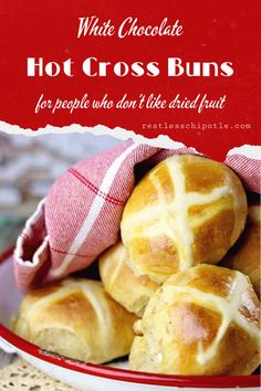 Homemade Hot Cross Buns Hot cross buns are a traditional Easter treat! No raisins or other dried fruit in this recipe- just a delicious combination of white chocolate and a little orange zest. Chocolate Hot Cross Buns, White Chocolate Chips, Chocolate Orange, Cross Buns Recipe, Bun Recipe, Best Homemade Bread Recipe, Pastry Recipes, Bread Recipes, Bread And Pastries