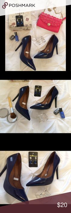 """🎀New Listing🎀 Mossimo Blue Heels These beauties are in AMAZING condition. Such a beautiful sapphire like color!   10% of the proceeds of this item go to HOWMS.ORG, a charity devoted to building homes for orphans, widows, and the elderly in Malawi, Africa. (To read more please check out my """"News Update"""" Listing) Shoes Heels"""