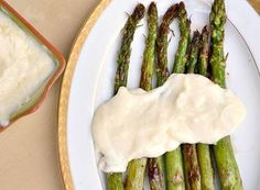 Enjoy your favorite indulgence anytime with this lighter recipe for hollandaise! Gourmet Recipes, Whole Food Recipes, Healthy Recipes, My Favorite Food, Favorite Recipes, 400 Calorie Meals, I Want Food, Healthy Comfort Food, Healthy Eating