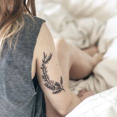 This gorgeous fern. 26 Gorgeous Tattoos To Inspire Every Nature Lover Gorgeous Tattoos, Pretty Tattoos, Love Tattoos, Body Art Tattoos, Tatoos, Piercings, Piercing Tattoo, Organic Tattoo, Tattoos Lindas