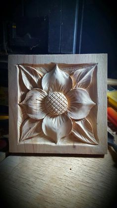 Wood Carving Designs, Wood Carving Patterns, Wood Carving Art, Wood Art, Woodworking And Blacksmithing, Decorative Metal Screen, Simple Wood Carving, Chip Carving, Mural Wall Art