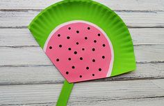 Get ready for summer with watermelon kids crafts. Watermelons always make me think of summer time and the of July. Lot of different watermelon crafts to have fun making. Kids Crafts, Summer Crafts For Kids, Crafts To Do, Preschool Crafts, Easy Crafts, Art For Kids, Craft Projects, Arts And Crafts, Craft Ideas