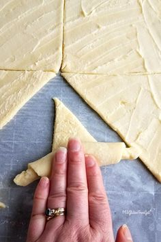 Homemade Gluten Free Crescent Rolls - MI Gluten Free Gal No longer miss fresh baked bread at family functions with these gluten free crescent rolls. Patisserie Sans Gluten, Dessert Sans Gluten, Gluten Free Desserts, Gluten Free Diet, Foods With Gluten, Gluten Free Cooking, Wheat Free Recipes, Dairy Free Recipes, Gluten Free Crescent Rolls