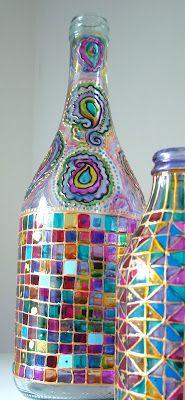 """ DE MATHAJI PARA MATHAJI "": ARTESANATO DEVOCIONAL COM GARRAFAS DE VIDRO Painted Glass Bottles, Painted Wine Glasses, Bottles And Jars, Wine Bottle Art, Diy Bottle, Wine Bottle Crafts, Crafts With Glass Jars, Jar Crafts, Garrafa Diy"