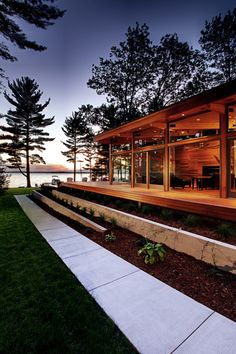 At the side of this lake house, there is a path with garden beds that run alongside the deck.
