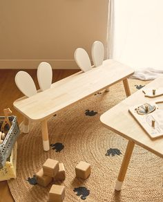 Pinewood bench with a rabbit ears-shaped backrest and the base of the legs painted in white. Zara Home, Cute Furniture, Bench Furniture, Diy Wooden Projects, Wooden Diy, Diy Storage Boxes, Kids Wood, Wood Toys, Baby Room Decor