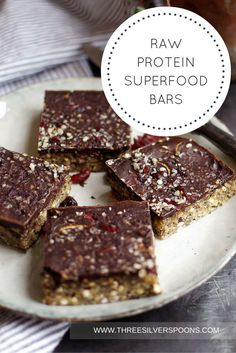 These bars are crammed with good stuff: hemp seeds, chia seeds and whole buckwheat. Super delicious and healthy raw bars that are perfect as a sweet snack or Christmas treat.
