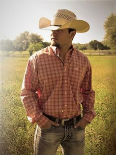 Cowboy outfits, country outfits, country senior pictures, male senior p Unique Senior Pictures, Country Senior Pictures, Senior Pictures Sports, Senior Photos, Senior Portraits, Cowboy Outfit For Men, Cowboy Outfits, Country Outfits, Senior Picture Props