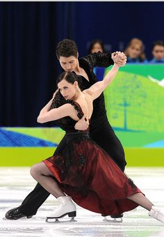 Tessa VIRTUE & Scott MOIR ~ Canadian Ice dancers ~ silver medalists at the 2014 Sochi Olympics Virtue And Moir, Tessa Virtue Scott Moir, Figure Ice Skates, Tessa And Scott, Ice Skaters, Ice Dance, Figure Skating Dresses, Poses, Winter Olympics
