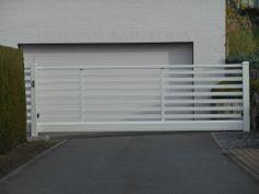 Stijlvolle witgelakte automatische opritpoort op maat  #gate #modern #metal #portail #garden #porte #jardin #automatic